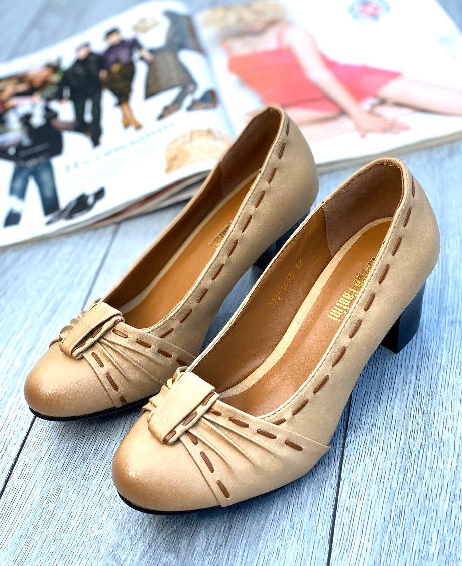 Туфли женские 8 пар в ящике бежевого цвета 36-40