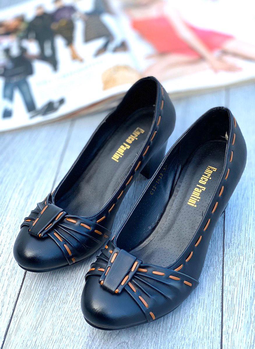 Туфли женские 8 пар в ящике черного цвета 36-40