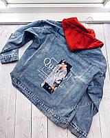 Стильная джинсовая куртка с капюшоном.Цвет: серый, пудра, желтый, красный, белый