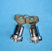 Личинка замка дверной ручки с ключом комплект-2 шт. КАМАЗ 5320 завод