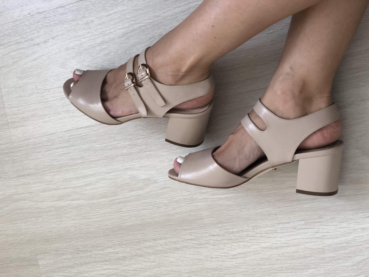 Босоножки на устойчивом каблуке, беж кожа