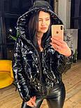 Лаковая женская куртка бомбер короткая с капюшоном vN6779, фото 3