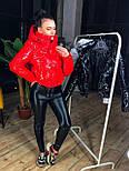 Лаковая женская куртка бомбер короткая с капюшоном vN6779, фото 5