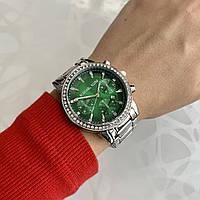 Женские наручные часы металлические в стиле майкл корс с камнями серебристые с зеленым