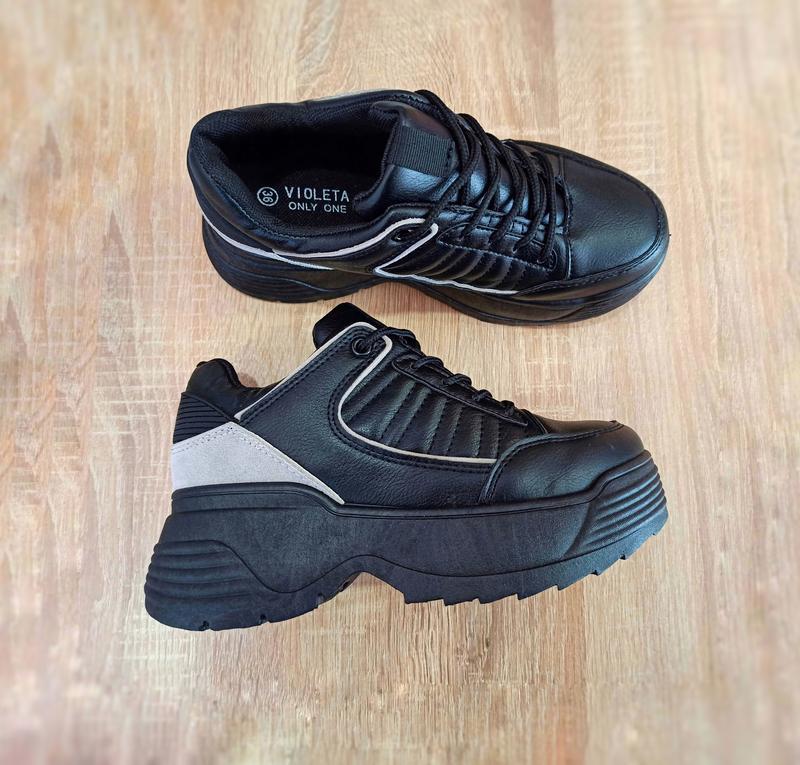 ТІЛЬКИ 38 РОЗМІР 24,5 см Кросівки чорні високі на товстій підошві в стилі fila disruptor чорні