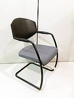 Крісло офісне з підлокітниками