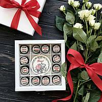Подарки для коллег на 8 марта. Подарочный набор конфет с пожеланиями