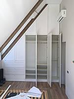 Шкаф под лестницу из натурального дерева