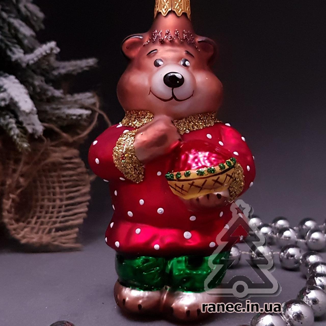 Стеклянная елочная игрушка Мишка в рубахе и с малиной 75/к