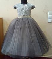 6.224 Блестящее серое нарядное детское платье с коротким рукавчиком и пайетками на 5-6 лет