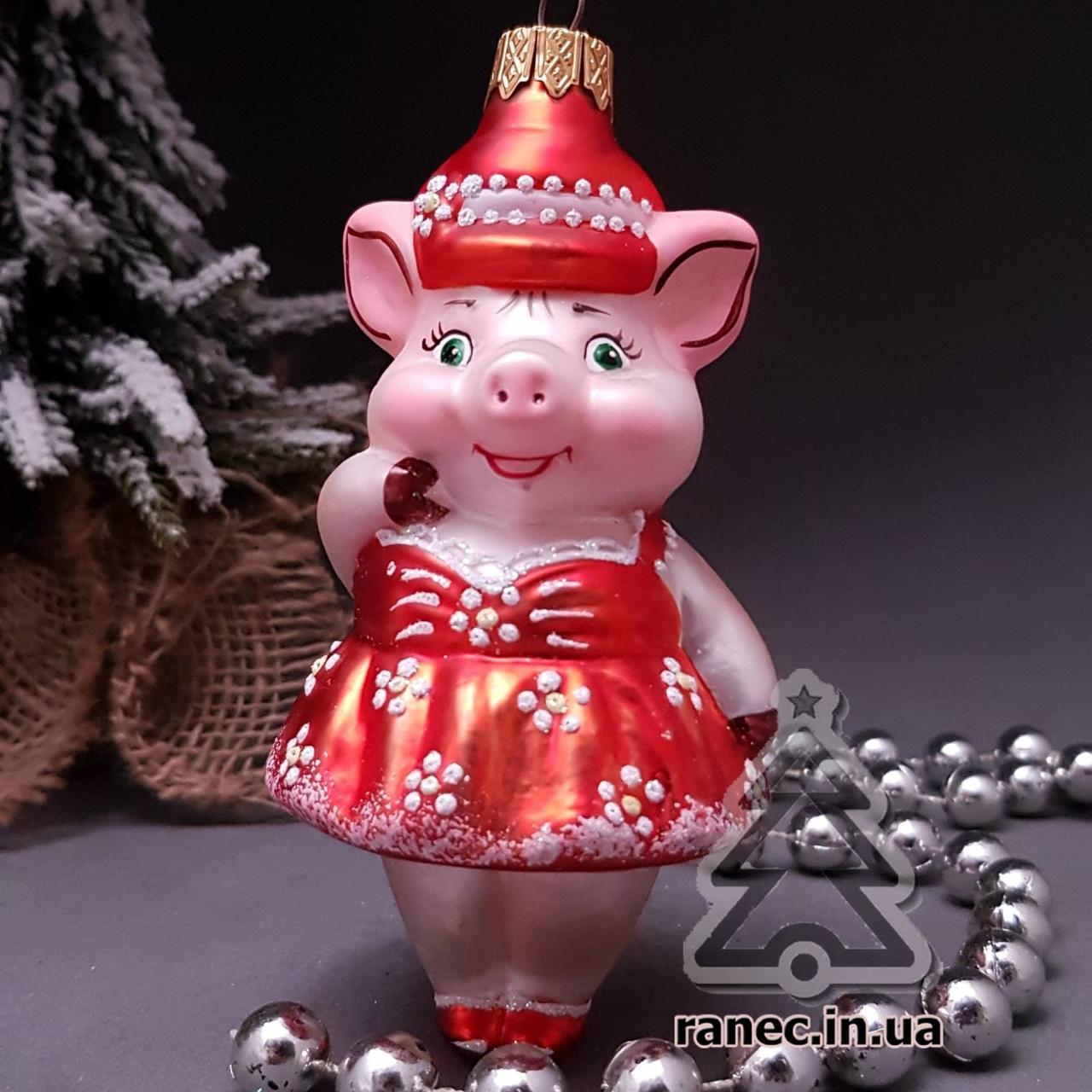 Стеклянная елочная игрушка  Свинка в сарафане 68/к