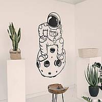 Трафарет космонавт на стену в детскую комнату, гостиную, спальню, прихожую 150 х 85 см