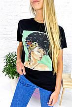 Молодежная футболка с принтом и блестящим декором
