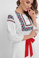 Женская платье с вышиванкой на груди