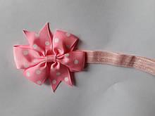 Детская повязка в горошек розовая - бант 8см, окружность 36-58см (размер универсальный)