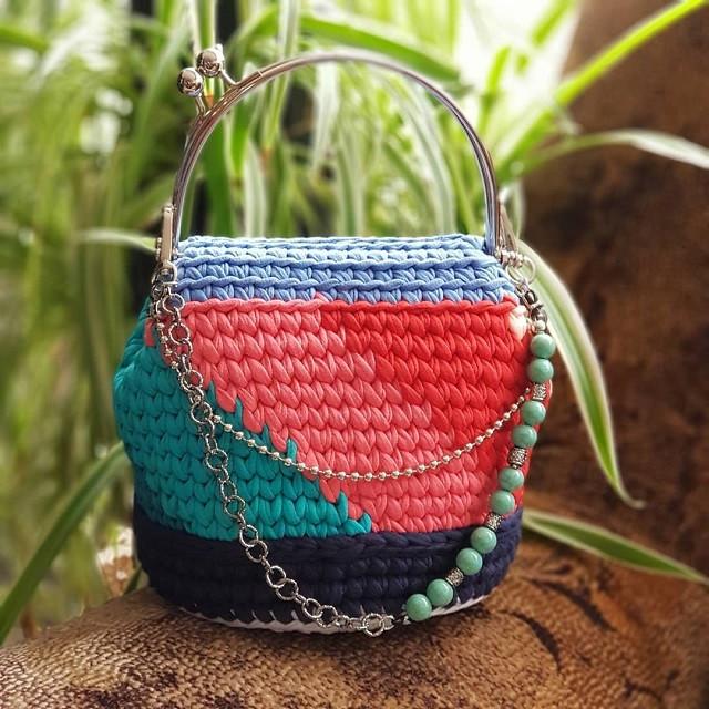 Вязаная сумочка из набора мини мотков Бобилон Vlady. Трикотажная пряжа Bobilon 7-9 мм