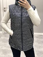 Женская жилетка с капюшоном