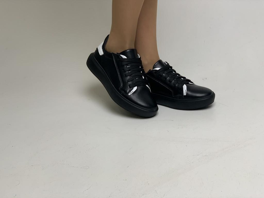 Женские кожаные кеды на шнурках (20226.1К)