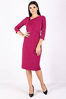 Платье полуприлегающего силуэта ниже колен с асимметричным вырезом горловины  рука ниже локтя