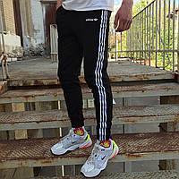 Модные спортивные штаны лампасы Adidas черные треники спортивки весна брюки с лампасами весенние летние модные