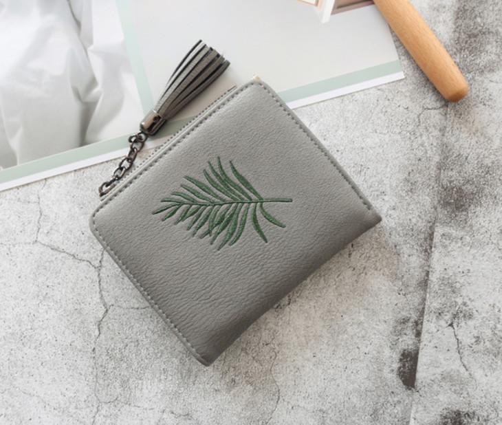 Мини кошелек с кисточкой и рисунком листочка (0840) Серый