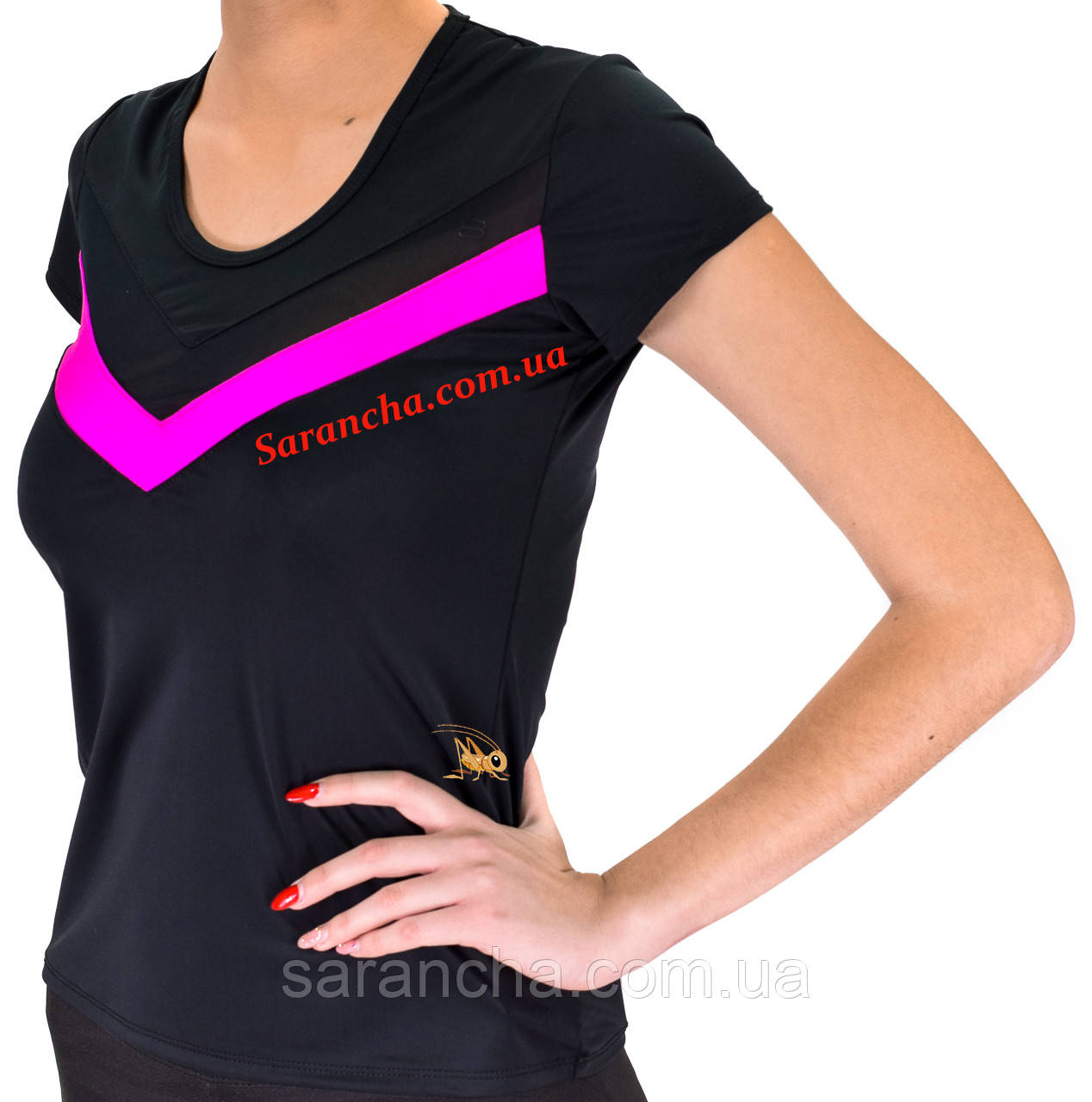 Женская удобная футболка с контрастными деталями