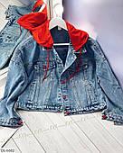Куртка женская джинсовая с красным капюшоном