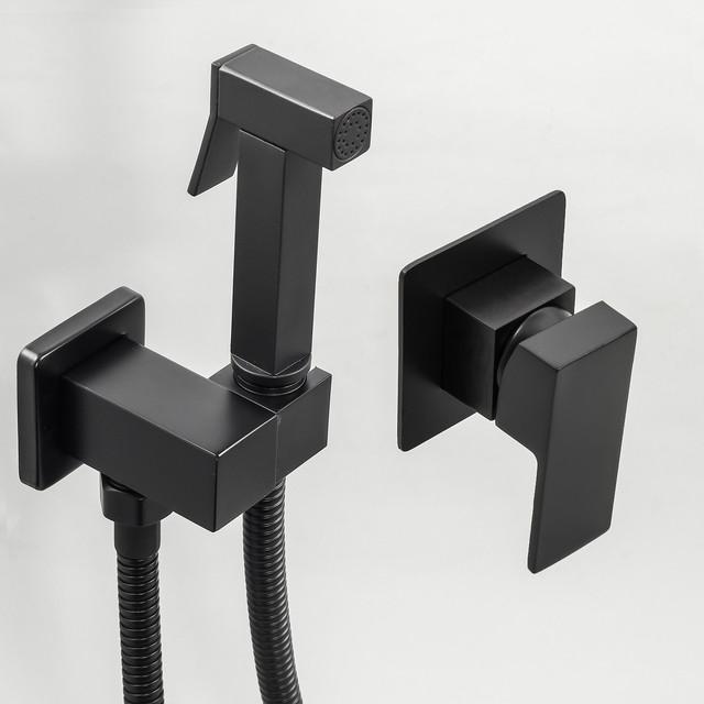 Гигиенический душ скрытого монтажа BSGD-02 с квадратным дизайном черного цвета.