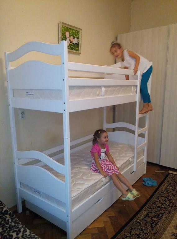 Двоярусне ліжко Вінні Пух колір білий.