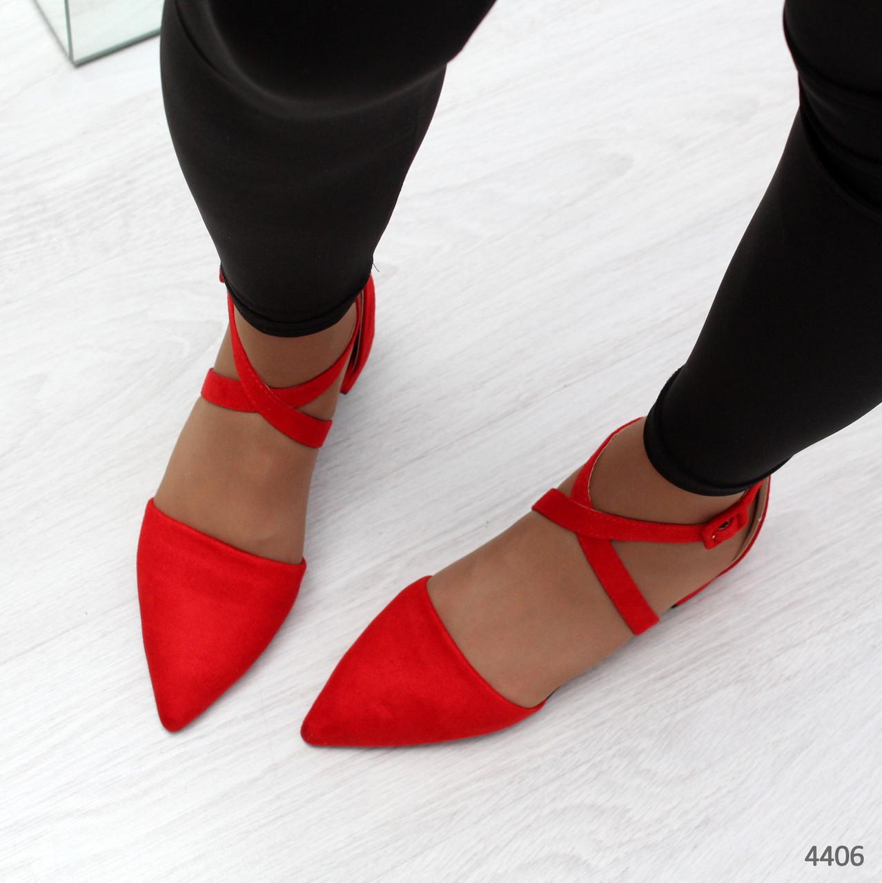 Женские красные туфли балетки на низком ходу с ремешкоми острым носком