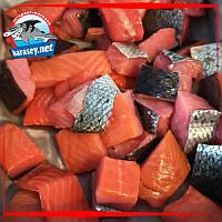 Куски лосося на шкуре без костей х/к 500г
