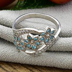Серебряное кольцо Цветочный букет вставка голубые фианиты вес 2.35 г размер 18