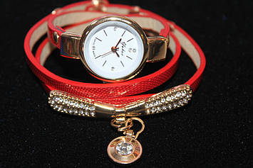 Бесподобные женские часы  намотка красный ремешок