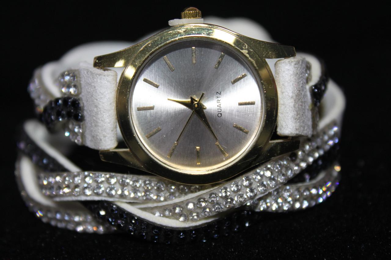 Модные женские часы на длинном ремешке белый с камнями