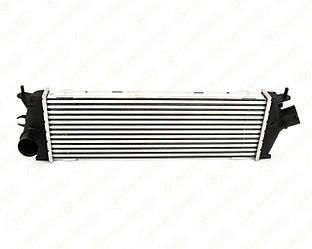 Радіатор інтеркулера на Renault Trafic II 06->14 2.0 dCi + 2.5 dCi — Valeo (Франція) - VAL818771