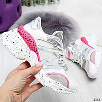 Белые женские кроссовки с голографическими вставками