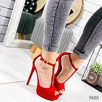 Женские замшевые  босоножки  на высоком каблуке и платформе красные, фото 1