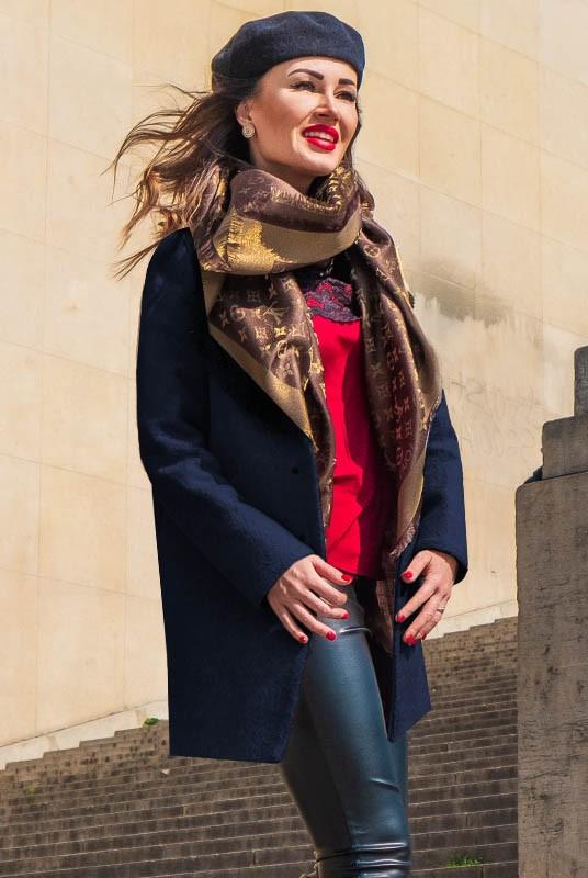 Модное укороченное женское пальто