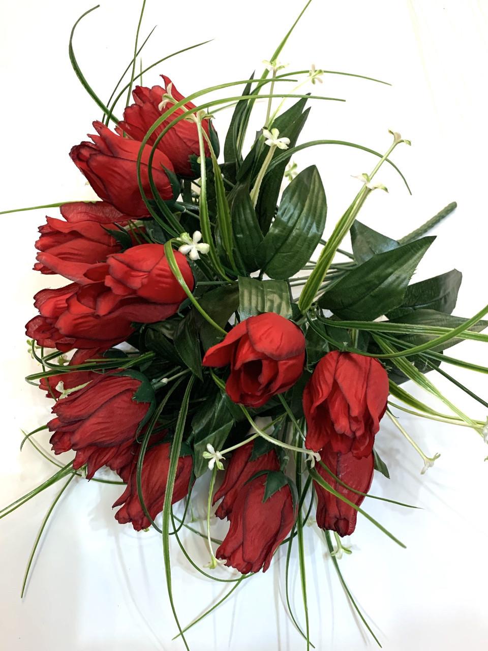 Искусственные розы с осокой.
