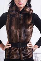 Красивый меховой жилет с поясом модного окраса