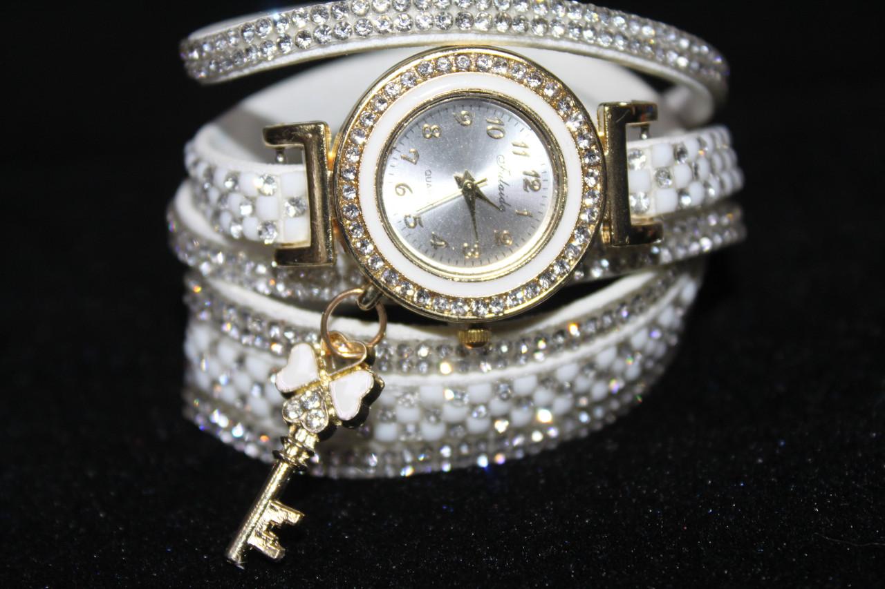 Восхитительные женские часы намотка длинный белый ремешок с камнями