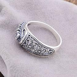 Серебряное кольцо Марьяна вставка белые фианиты вес 2.7 г размер 21