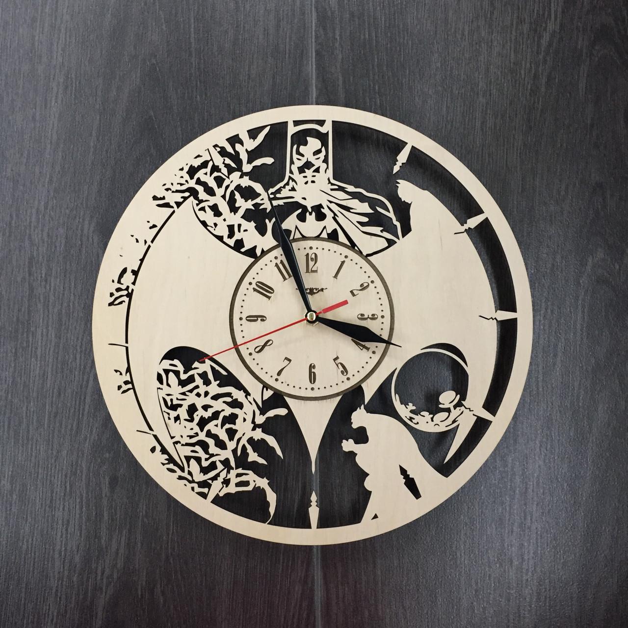Часы настенные из натурального дерева «Batman style»