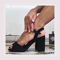 Женские босоножки на среднем устойчивом каблуке, черная замша, фото 1