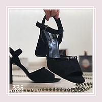 Женские босоножки на среднем устойчивом каблуке стразы спереди, черная замша, фото 1