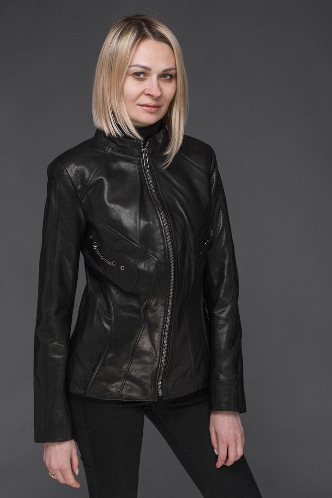Женская кожаная куртка с перфорацией