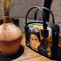 Стильная женская кожаная сумка-чемодан с принтом.
