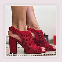 Женские закрытые босоножки на среднем устойчивом каблуке, красная замша
