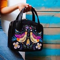Стильная женская сумка-чемодан с принтом.