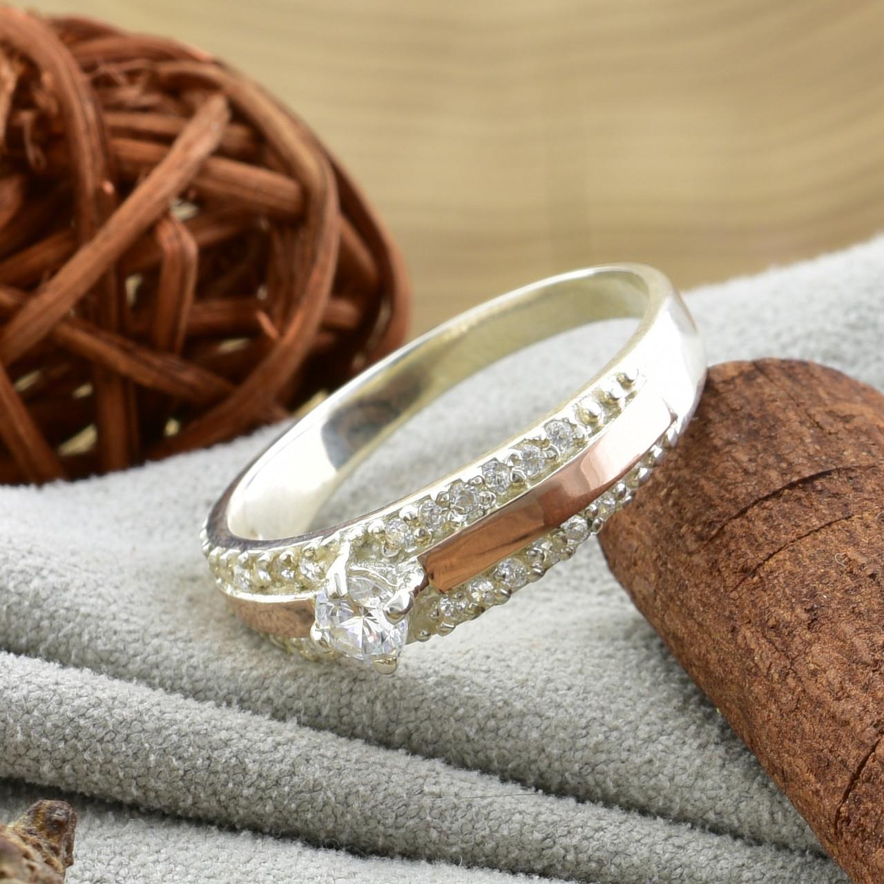 Серебряное кольцо с золотом Ника вставка белые фианиты вес 3.2 г размер 14.5